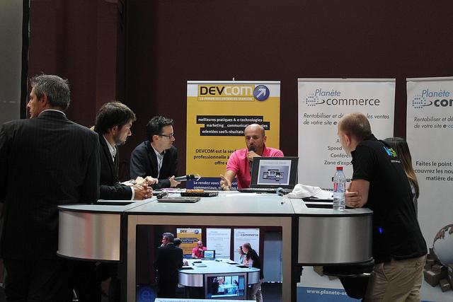 Plateau TV sur salon PLANETE E-COMMERCE